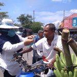 IAKMI Bagi Ribuan Masker untuk Pengguna Jalan