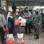Keuchik Gampong Tibang Salurkan Bantuan dari Dinas Sosial Banda Aceh