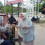 TP  PKK Aceh Timur Bagi Masker dan Makanan Berbuka Puasa