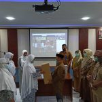 BKKBN Aceh Salurkan APD untuk Bidan di Aceh