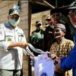 Plt Gubernur Serahkan Bantuan untuk Korban Puting Beliung di Pulo Aceh