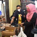 Dyah Erti Ikut Packing Langsung Bantuan Sembako Covid-19