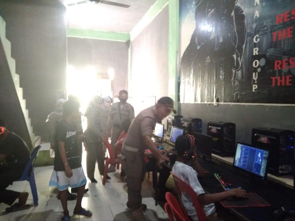 Pol-PP Atim Jaring Belasan Anak Usia Sekolah di Warnet