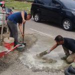 Dinas PUPR Abdya Kembali Perbaiki Jalan Rusak