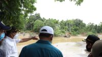 Bupati Aceh Besar bersama Anggota DPR-RI Tinjau Jembatan Putus Siron